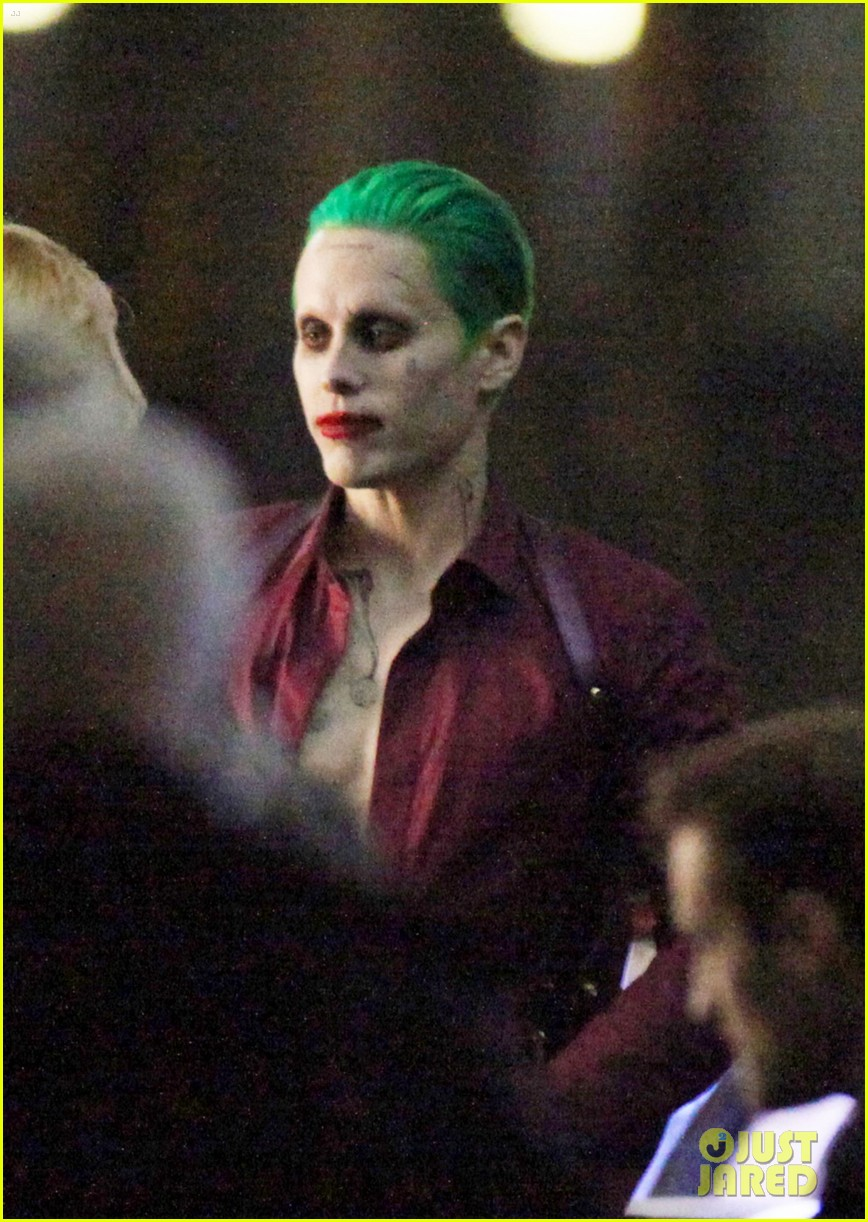 jared-leto-fights-kisses-margot-robbie-in-suicide-squad-04