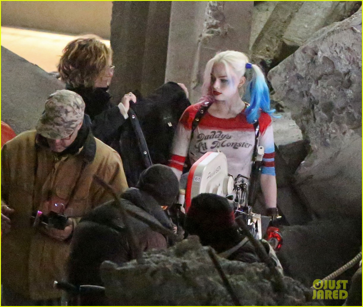 jared-leto-fights-kisses-margot-robbie-in-suicide-squad-07