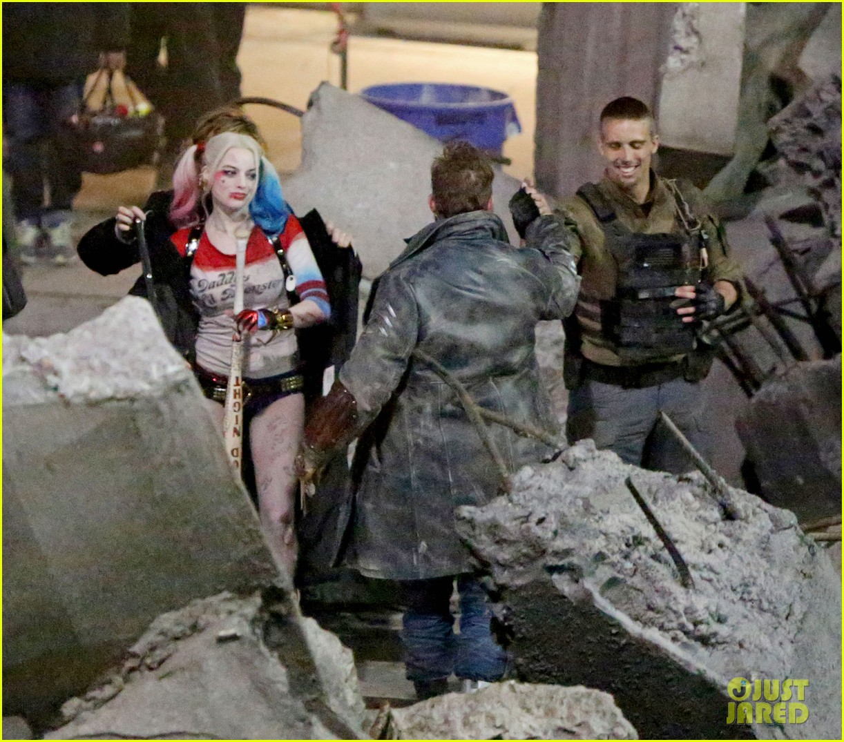 jared-leto-fights-kisses-margot-robbie-in-suicide-squad-08