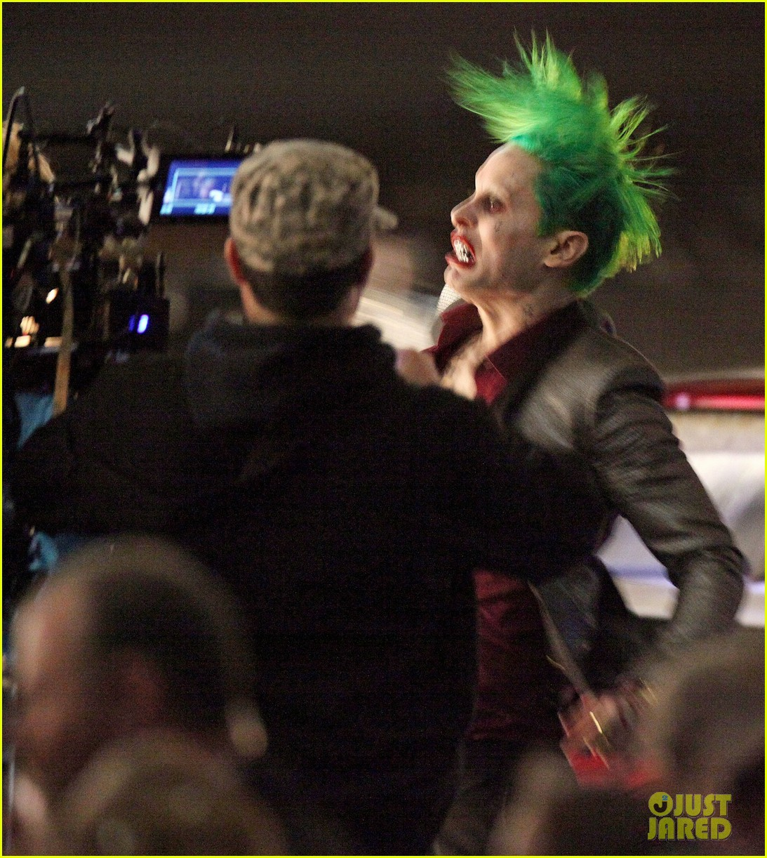 jared-leto-fights-kisses-margot-robbie-in-suicide-squad-13