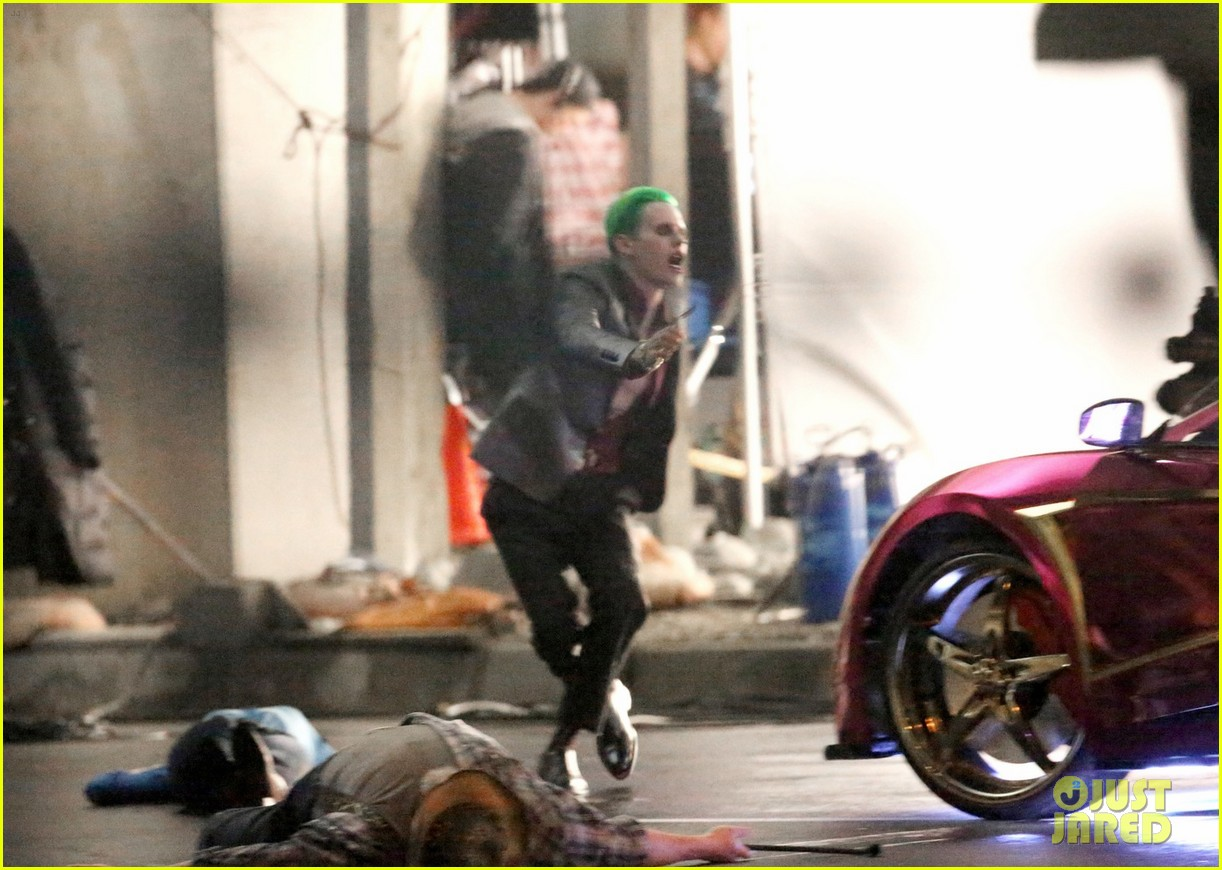jared-leto-fights-kisses-margot-robbie-in-suicide-squad-14