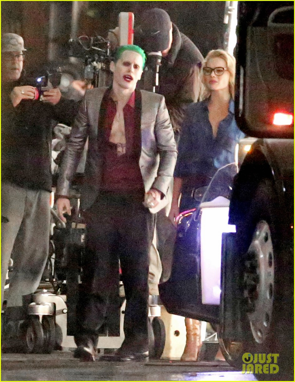jared-leto-fights-kisses-margot-robbie-in-suicide-squad-15