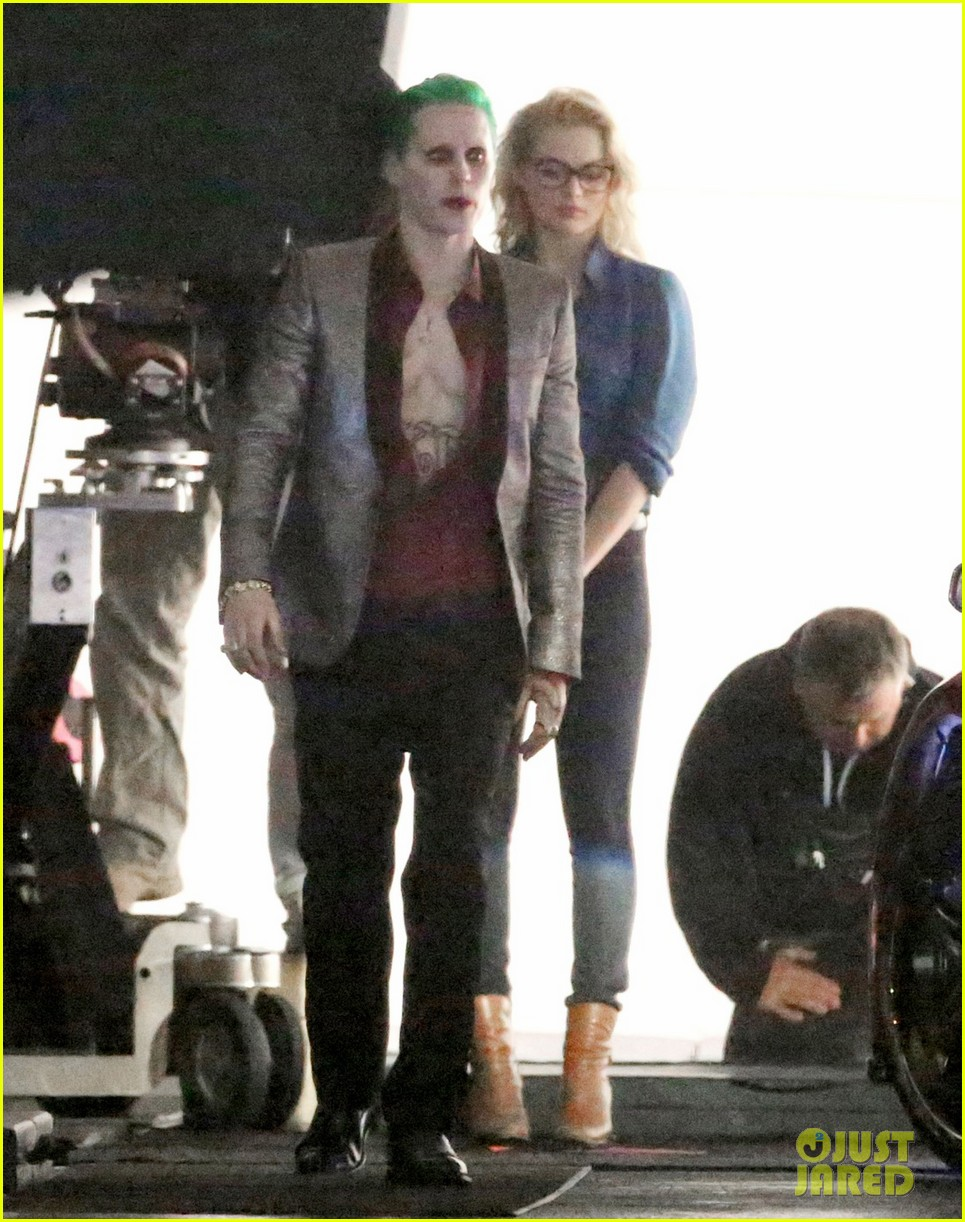 jared-leto-fights-kisses-margot-robbie-in-suicide-squad-16