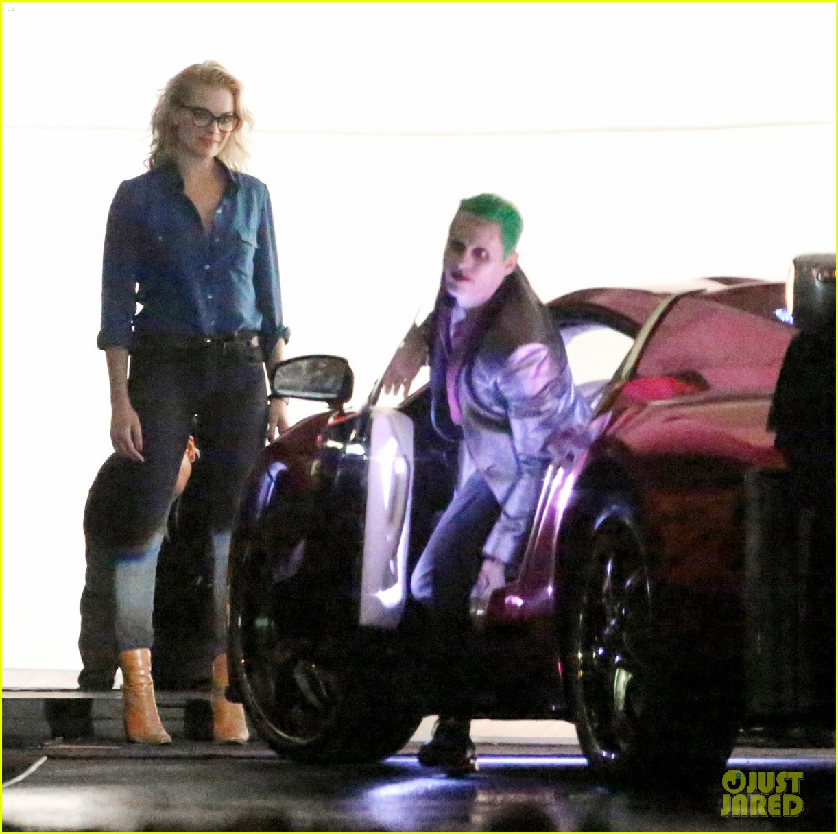 jared-leto-fights-kisses-margot-robbie-in-suicide-squad-17