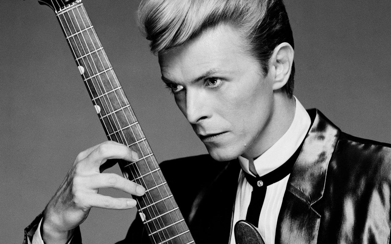 David Bowie Via http://www.wallpaperup.com/246218/DAVID_BOWIE_glam_rock_pop_(53).html