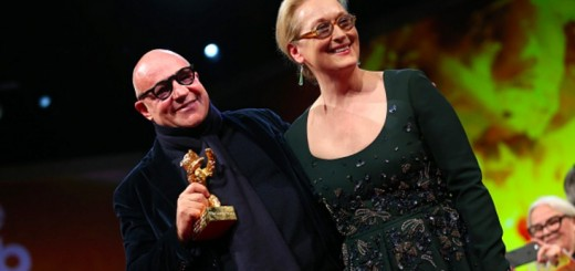 BERLIN, GERMANY - FEBRUARY 20: Director Gianfranco Rosi, winner of the Golden Bear for Best Film for his movie 'Fuocoammare', receives his award from jury president Meryl Streep on stage during the closing ceremony of the 66th Berlinale International Film Festival on February 20, 2016 in Berlin, Germany. (Photo by Sean Gallup/Getty Images)