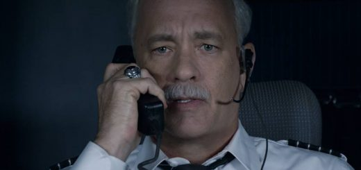 Tom Hanks e Aaron Eckhart in una scena di Sully – Photo: courtesy of Warner Bros. Pictures